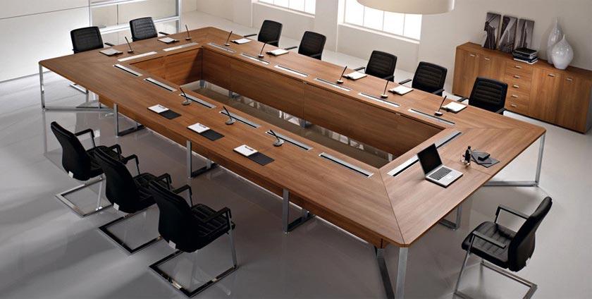 Choosing a good conference desk